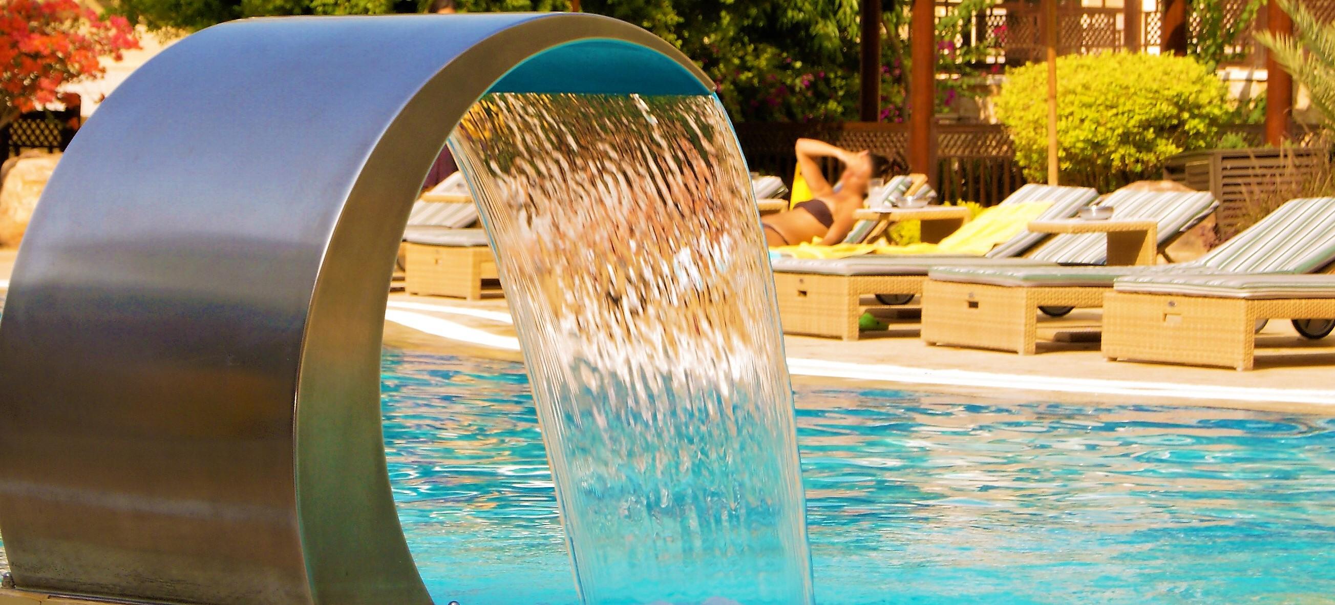 Piscina mejorada del campo precios latest imagen jardn de for Precio mantenimiento piscina